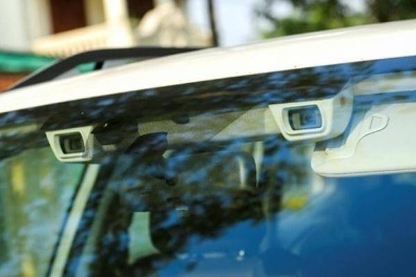 2 Camera được đặt phía trước luôn quét toàn cảnh