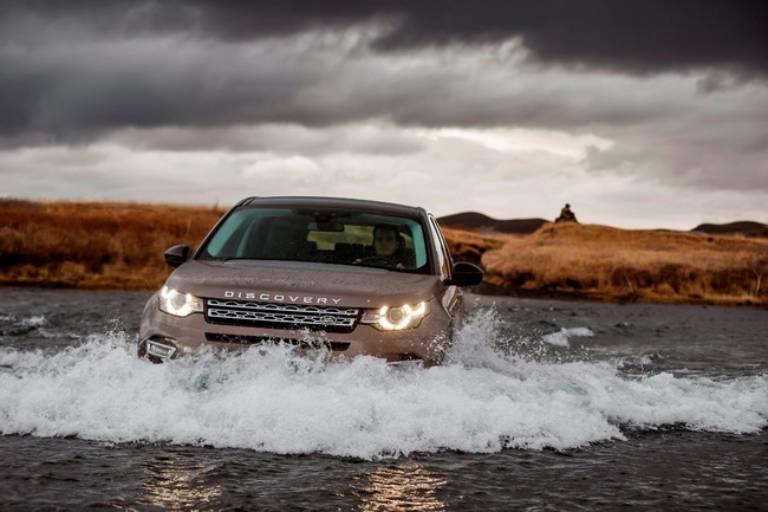Xe ô tô lội nước